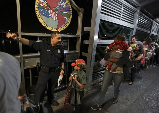 A U.S. Customs and Border Protection officer directs asylum seekers at the Laredo, Texas, port of entry. (AP file photo)