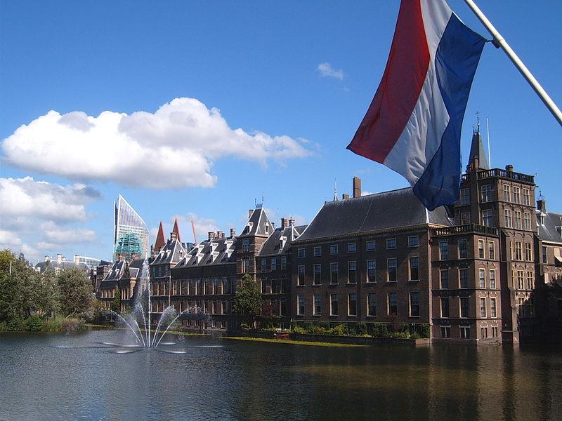 - 800px-Den_Haag_Binnenhof