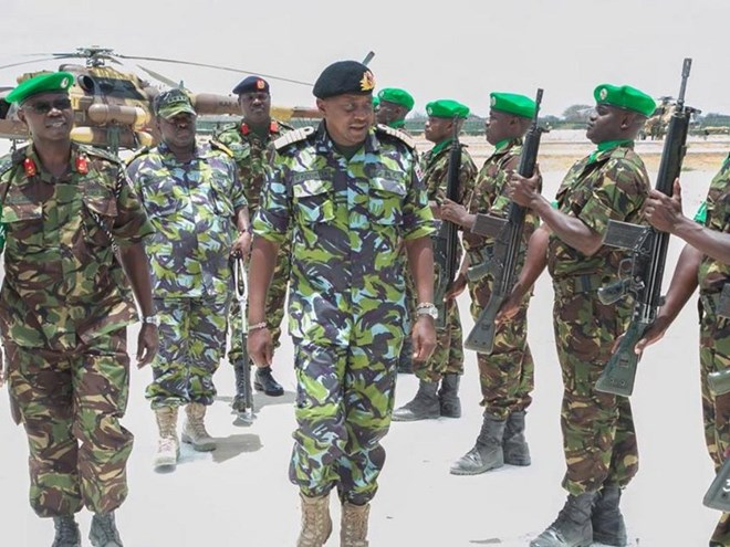 President Uhuru Kenyatta meets Kenyan troops serving under the African Union Mission in Somalia on March 18./PSCU