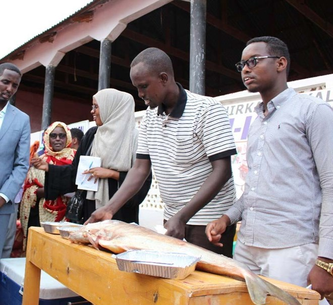 Young men and women speak about their fishing trade, during an International Youth Day job fair, in Dhusamareeb, Galmadug, August 2018, as part of a series of job fairs held around the country by Federal Member States in collaboration with the Federal Government and the UN.